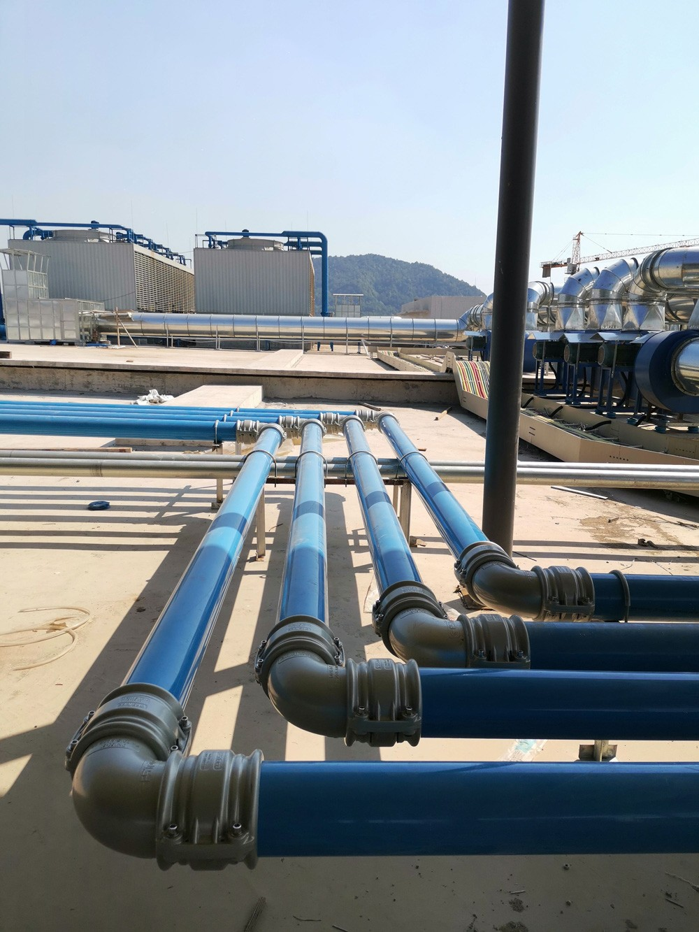 What are the requirements for compressed air piping materials?